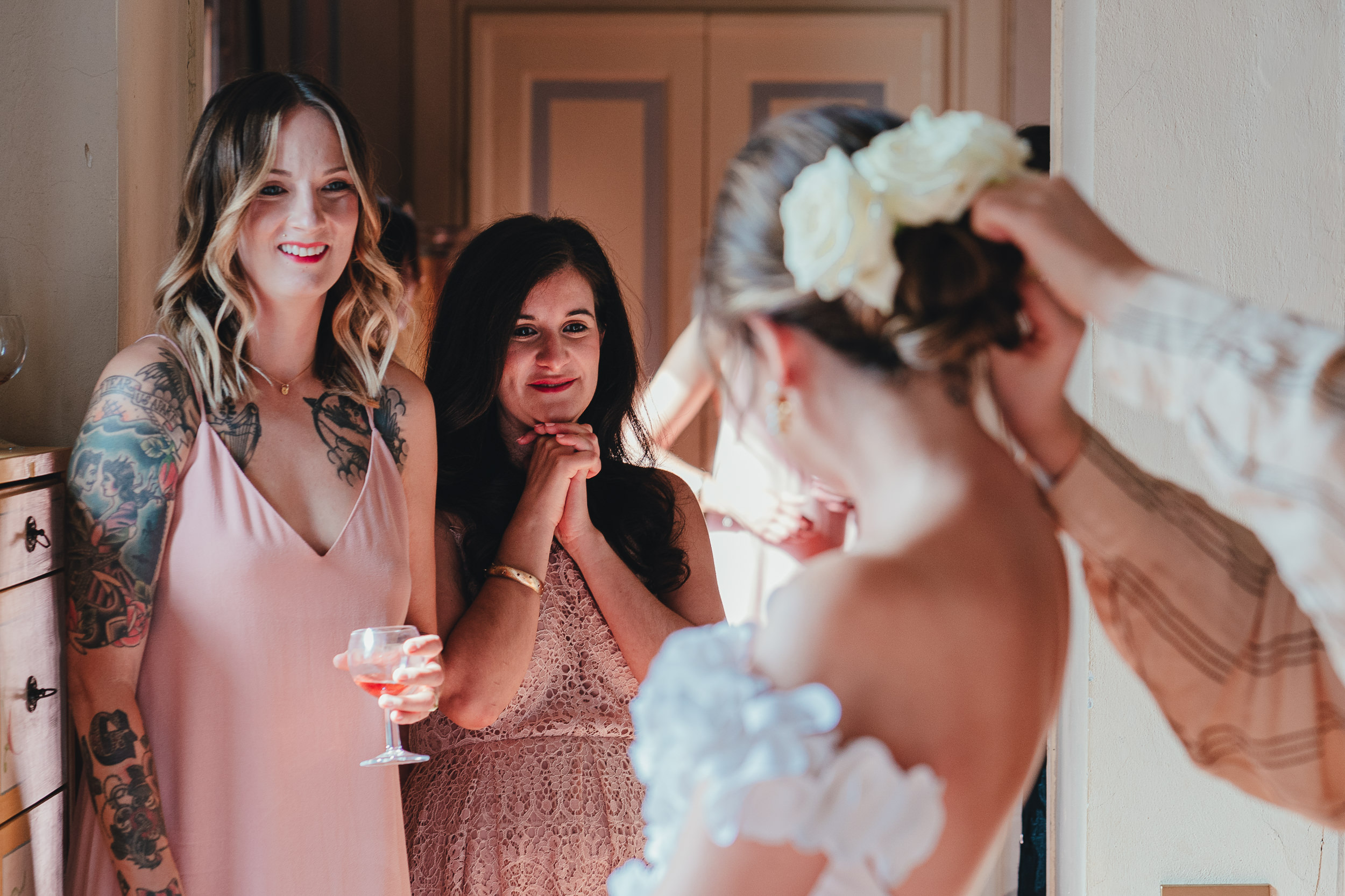 Tuscan Villa Wedding - Finishing touches to the Bride's hair