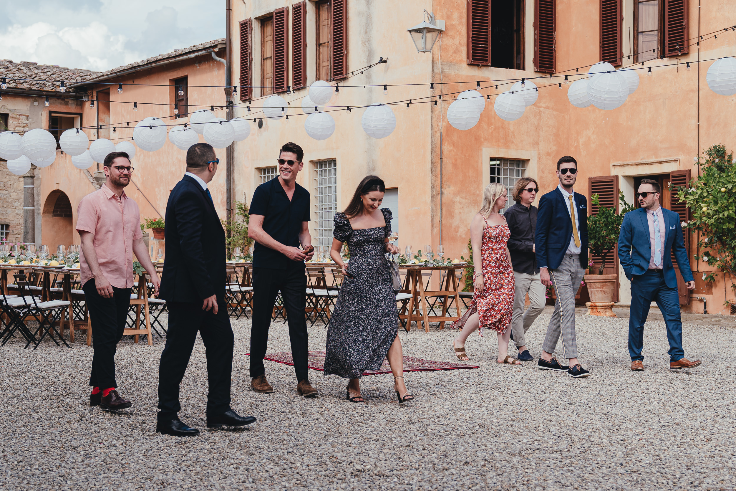 Tuscan Villa Wedding - Wedding guests arrive at Villa Catignano